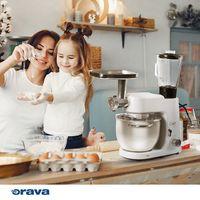 Mixuje, mieša, miesi, šľahá, melie, strúha... A to všetko s nadupaným motorom 1400 W, ktorým dokáže urýchliť vaše varenie a pečenie naozaj výborným tempom.   Náš nový kuchynský robot Chef 👩🍳 je tak praktický, že mu s radosťou vyhradíte kuchyňu a vy si vychutnáte kávičku, pretože urobí (takmer) všetko za vás. 😉   #oravaelektro #chef #kitchen #food #cooking #varenie #kuchynskyrobot #baking #cake #love